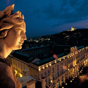 A muse statue of Lyon Opera House © Tristan Deschamps